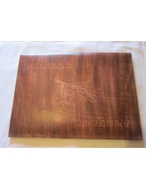 Etui cuir Prestige avec gravures feuillet de chêne et nom de famille